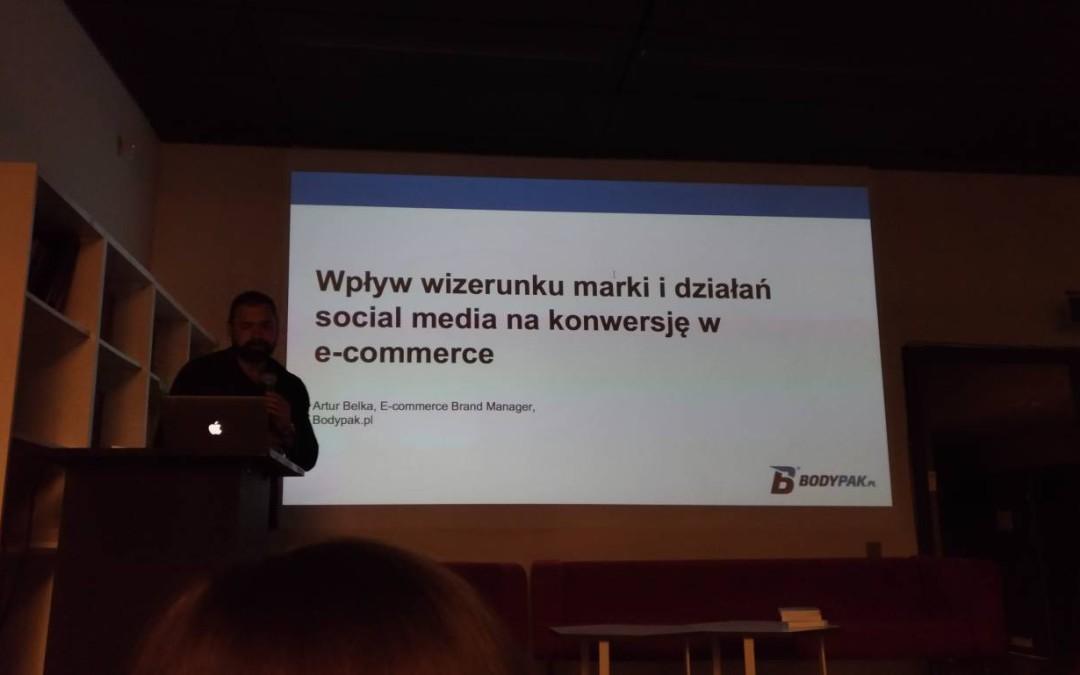 Wpływ wizerunku marki i działań w social media na konwersję w e-commerce